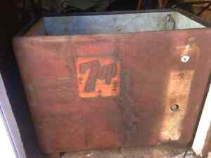 Vintage 7up ice chest
