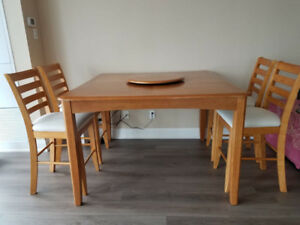 Dining Set - Table and 6 chairs. Great Condition!