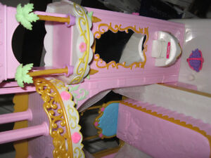 BARBIE PRINCESS PLAY DRESSER AND BARBIE BED WITH MELODY Cambridge Kitchener Area image 7