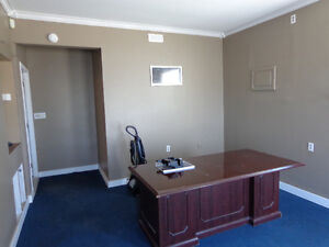 Office space with air conditioner and internet wifi Kawartha Lakes Peterborough Area image 7