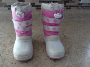 Size 8  toddler girls snow boots/winter boots