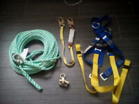 BRAND NEW ROOFING SAFETY GEAR, HARNESS,LANYARD,100'LIFELINE
