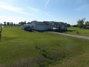 Acreage in Stirling - Horse lovers paradise!