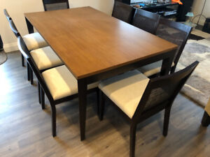 Beautiful Modern Dining Room Table With 6 Chairs