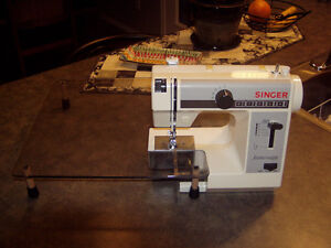 Singer Model 322 Featherweight Sewing Machine