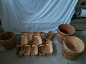 Bushel baskets , half bushel , quart baskets. Vintage antique