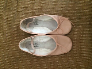 Ballet Slippers Size 8 Women's