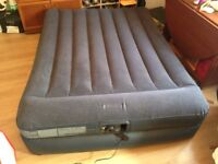 Double Airbed with integrated pump