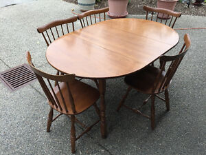 Vilas maple dining room set