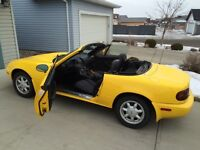 1992 Mazda Miata Sunburst Yellow (503 sent to Canada)