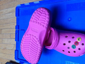 Authentic CROCS – BEACH / CAYAMAN LARGE Size 8-9 / 10-11