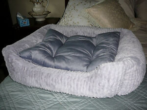 Faux Fur Pet Bed, NEW! Silver - Sooo soft and luxurious!