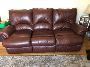 Beautiful Reclining Leather Sofa and Loveseat