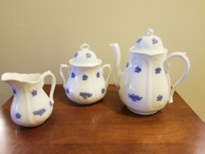 Adderley Chelsea Blue Grapes - Coffee Pot - Sugar & Creamer