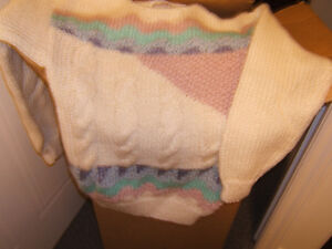 LADIES CABLEKNIT SWEATER SIZE SMALL