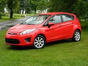 2013 Ford Fiesta Rouge Automatique Tout Équipé!  Négociable