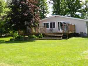 Beautiful 3 Bedroom cottage on Rideau Canal