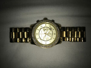 MICHAEL KORS GOLD WATCH WITH DIAMONDS DECENT CONDITION