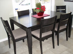 SOLID WOOD TABLE with 6 CUSHIONED CHAIRS...