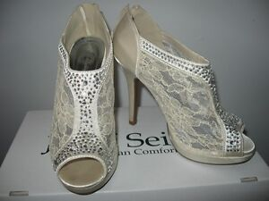 Like New David's Bridal Michaelangelo lace inset Shoes 7.5