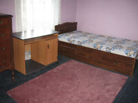 AVAILABLE DECEMBER OR JANUARY---FURNISHED STUDENT ROOM