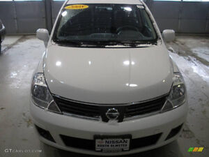 2008 Nissan Versa SV Certified and emission London Ontario image 2