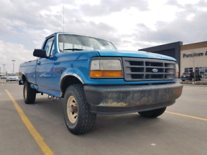 Ford F-150 XL, 4x4, don't miss out on this classic!