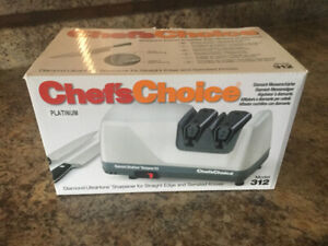 PROFESSIONAL KNIFE SHARPENER:  CHEFS CHOICE