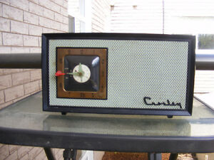 VINTAGE CROSLEY TUBE RADIO MODEL E-75