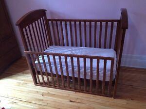 Mobilier chambre de bébé (basinette, table à langer, armoire)