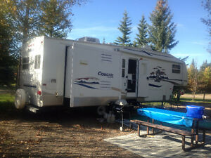 2005 Cougar 5th Wheel Camper - 28.5 ft