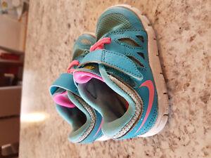 Toddler girl Nike size 6