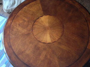 BEAUTIFUL ROUND COFFEE  AND END TABLES IN GREAT CONDITION London Ontario image 4