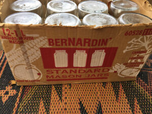Box of 1 l mason jars