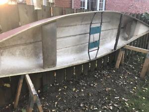 Canoe en fibre de verre