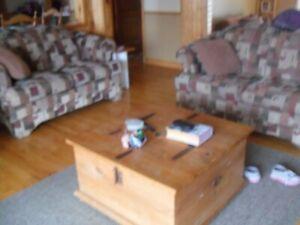 2 causeuses et une chaise bergère