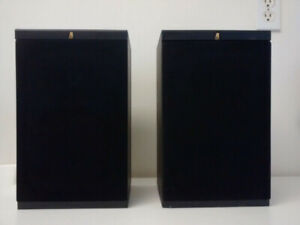 Acoustic Research AR 102 speakers