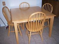 Solid Hardwood Dining Table with 4 chairs / delivery