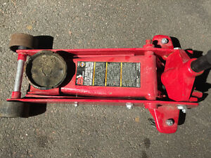 Big Red 3.5 tons floor jack, almost new!