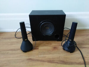 Computer speakers with bass speaker
