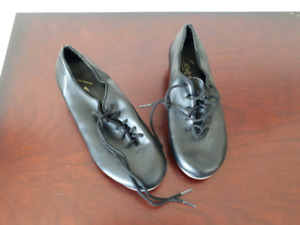 Leo's Black leather tap shoes - Size 12.5  Great condition