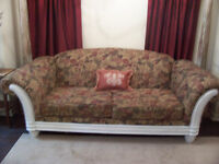 Shabby Chic Large Floral Sofa in MINT condition I DELIVER