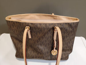 63d558e1fb23 Michael Kors | Buy or Sell Women's Bags & Wallets in Greater ...