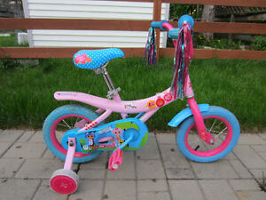 """Vélo 12 po pour fillette / 12 """" Bicycle for girl in perfect cnd."""