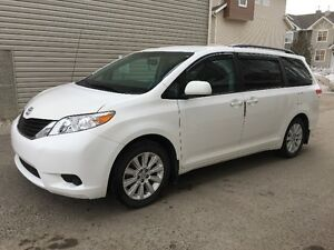 [Reduced] 2012 Toyota Sienna AWD (only 45500km)