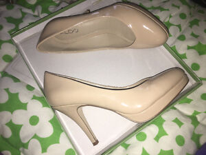 BRAND NEW Nude high-heels (Size 39)