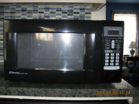 New Emerson Microwave Oven