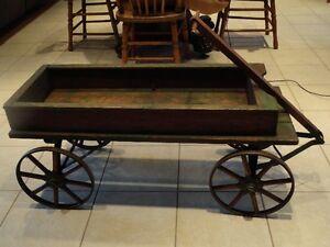 Table de salon ?  antique barouette en bois tres ancien