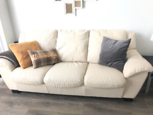 Beautiful Natuzzi leather couch, excellent condition