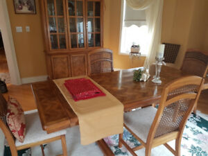 Dining Table - 4 chairs - hutch